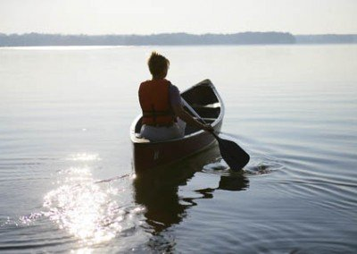 Canoe_on_the_lake_LR