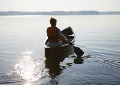 Canoe_on_the_lake_LR